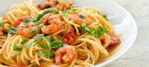 Spaghetti con gamberetti, pomodorini e prezzemolo